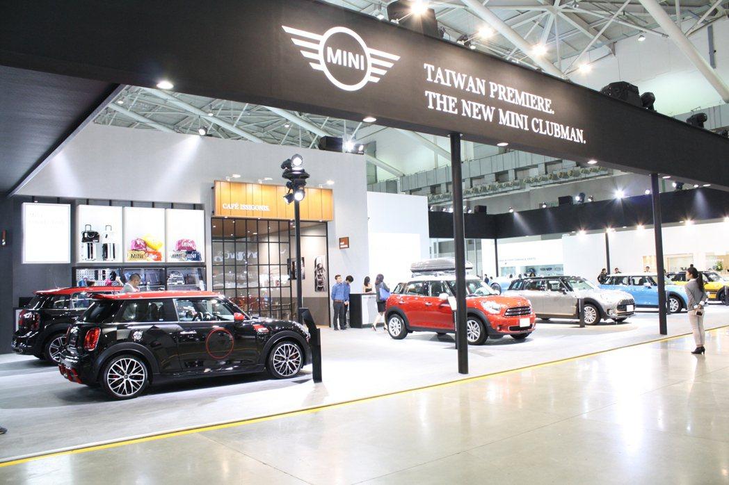 Mini於本屆台北新車大展中同樣氣勢十足,全車系陣容一致到齊。 記者林翊民/攝影