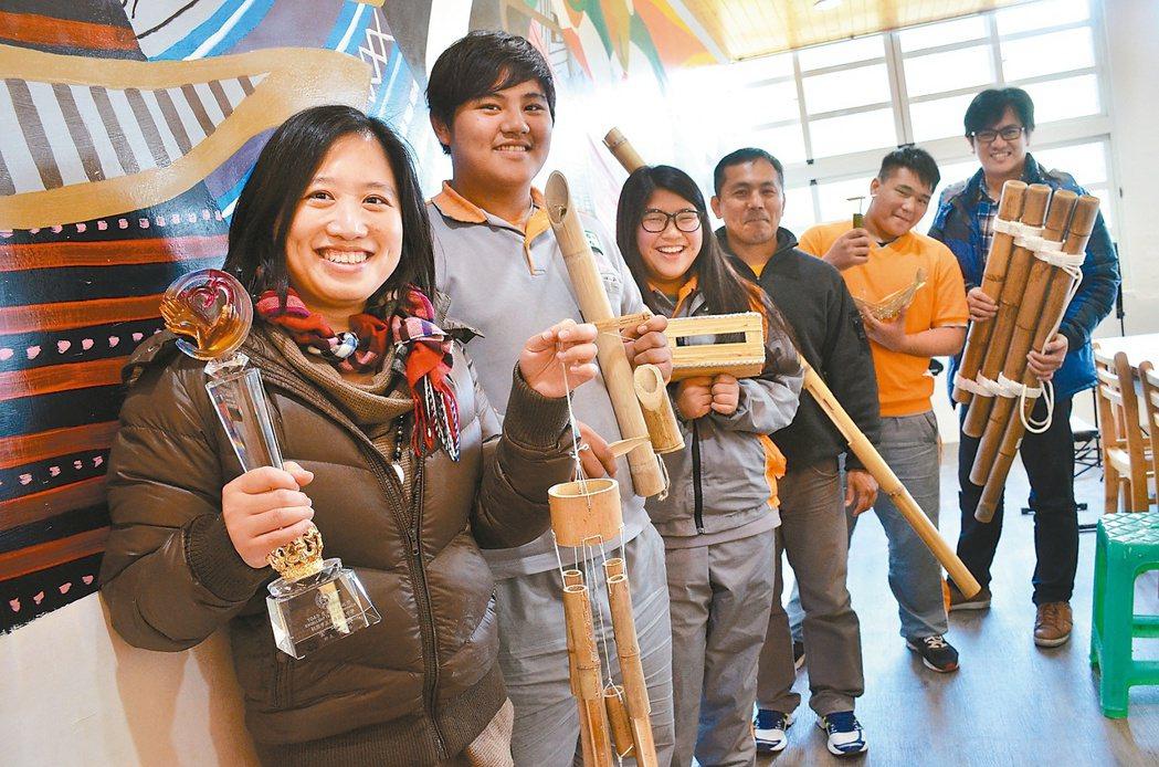 桃園市復興區介壽國中推出「竹夢泰雅」特色課程,讓從小生長在竹林園的學生,透過課程...