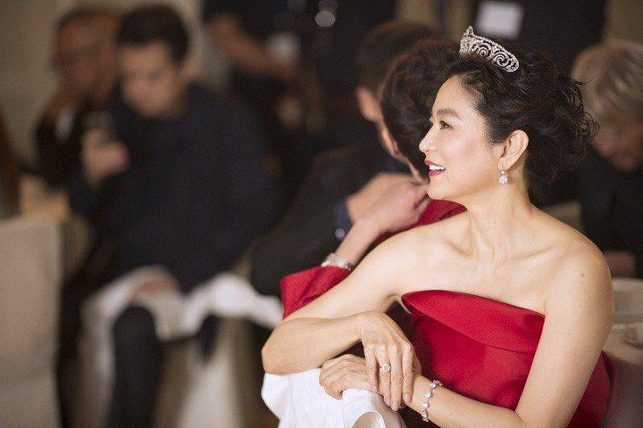 林青霞在60歲生日派對上,配戴她自購的卡地亞鑽石皇冠。圖/聯合報資料照