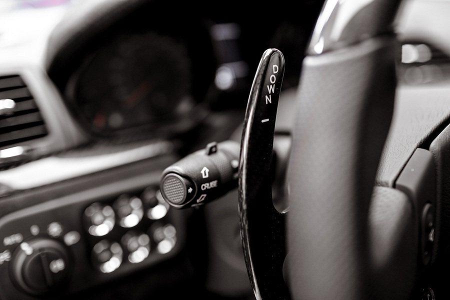 碳纖維換檔撥片 Maserati提供
