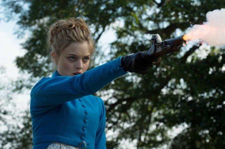 班奈特家大姐由《黑影家族》女星 Bella Heathcote 演出。圖/龍祥電...