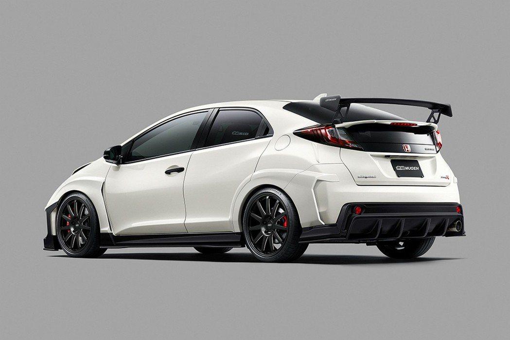 從照片上來看Mugen Civic Type-R Concept擁有新式樣的前/後保桿,造型更為帥氣。 摘自Mugen.com