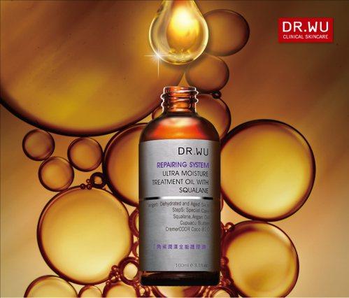 DR.WU角鯊潤澤全能護理油,調和摩洛哥堅果油等六種油脂,並結合天竺葵、甜橙等天...