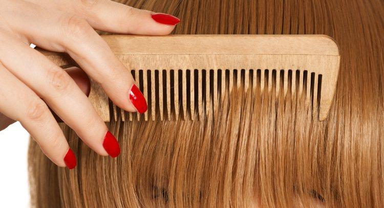 多用木竹梳梳頭、按摩頭皮 能養眼 圖/ingimage
