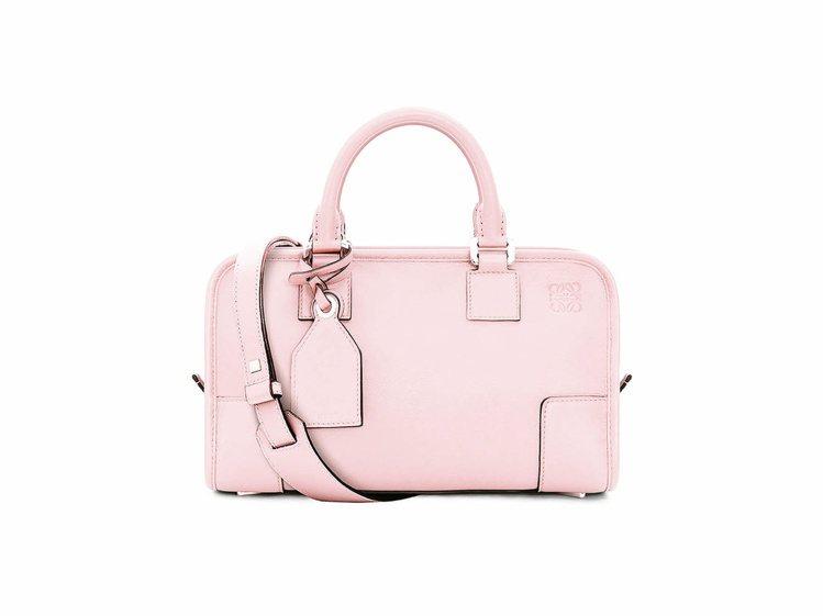 Amazona 28 粉紅色手袋 NT,000。圖/LOEWE提供