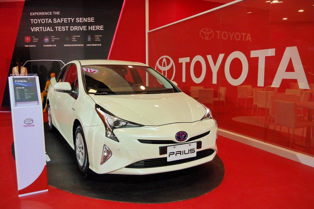 2016年第一季將上市的第四代大改款Prius油電車。 記者陳威任/攝影