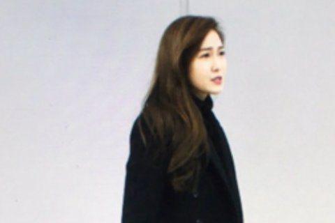 南韓女星Jessica美麗的外表下卻有著呆萌的可愛個性,4日有粉絲PO出了一系列的Jessica在機場迷路照,照片中的Jessica露出迷惘的表情,不時左顧右盼似乎正在尋找前進的方向,微微皺眉的美麗...