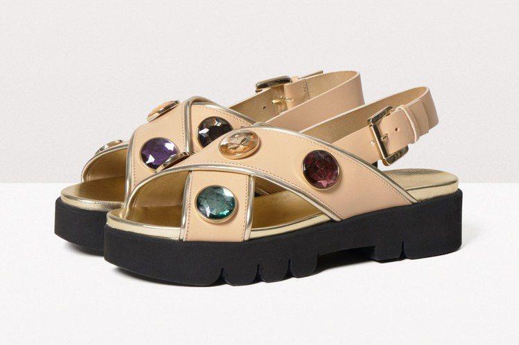 MAX Co. X Martina Grasselli粉膚色厚底涼鞋款,售價17...