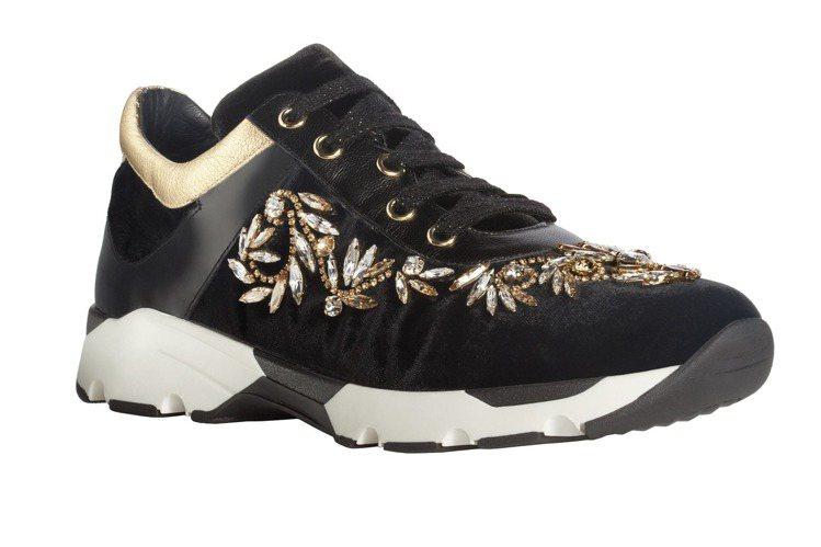 RENE CAOVILLA黑金水晶裝飾天鵝絨運動平底鞋,售價48,000元。圖/...