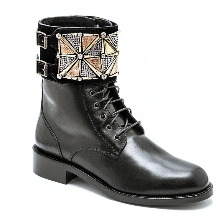 RENE CAOVILLA黑金水晶中性皮革短靴,售價65,000元。圖/RENE...