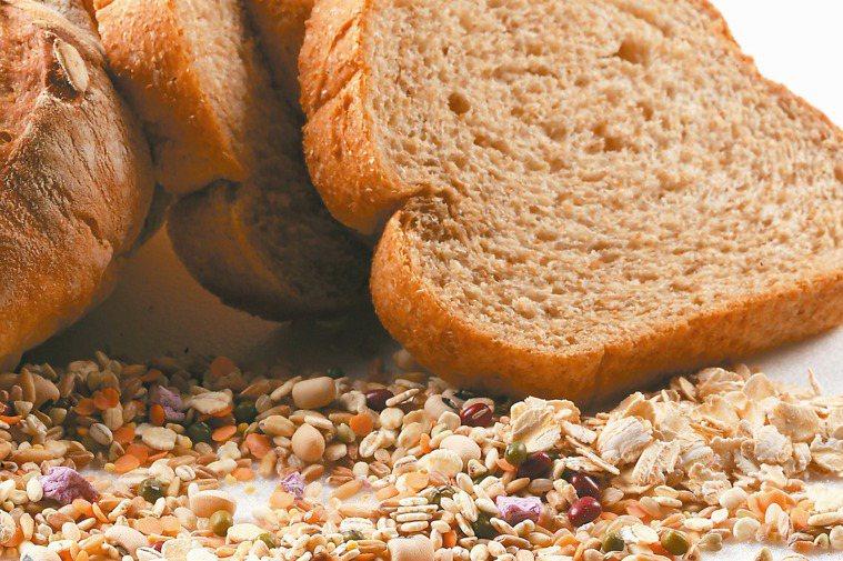 得舒飲食要選擇全穀根莖類當主食。 記者陳立凱/攝影