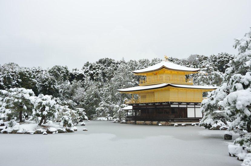 嚴冬中的金閣寺。 photo credit:<a href=