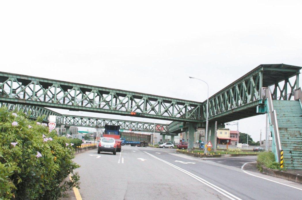 本報願景在地專題獲市政府重視,位於觀音區台15省道和台66省道交會的鋼構人行陸橋...