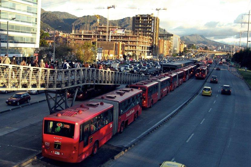 波哥大的TransMilenio是全世界規模最大、較先進也較為成功的BRT系統。...