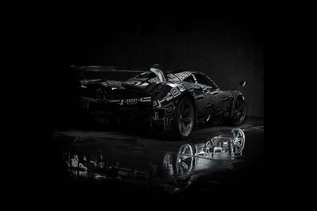 Pagani近日於自家粉絲專業上釋出全新車款─Huayra BC的神秘照,並預告將於今年日內瓦車展上正式亮相。 摘自Pagani Automobili