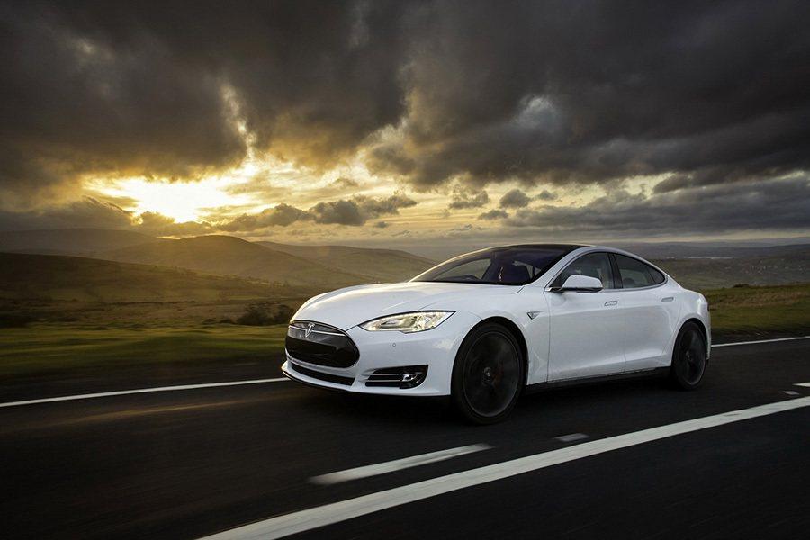 Tesla Model S Tesla提供