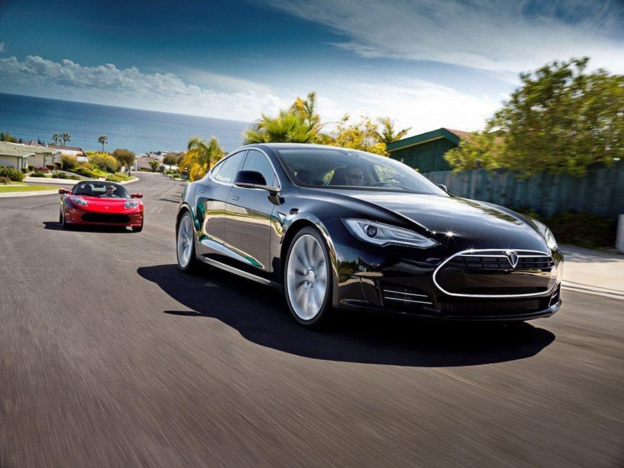 Tesla Model S與 Tesla Roadster。 Tesla提供
