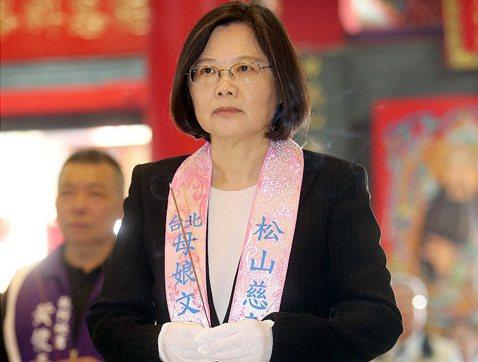 民間要走自己的文化路:文化,讓台灣所有神級人物墜入人間!