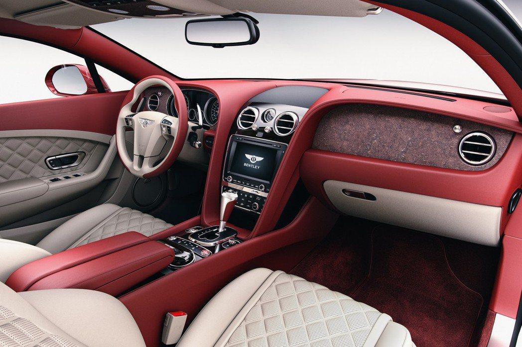 為了滿足高端客戶的獨特品味,Bentley特別導入岩石作為車內飾板材質。 摘自Bentley.com