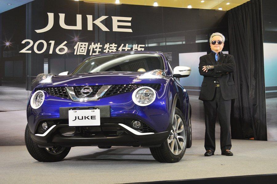 裕隆日產副總經理李振成化身時尚大帝卡拉格斐,主持新車發表,並宣布本月購車還可享有...