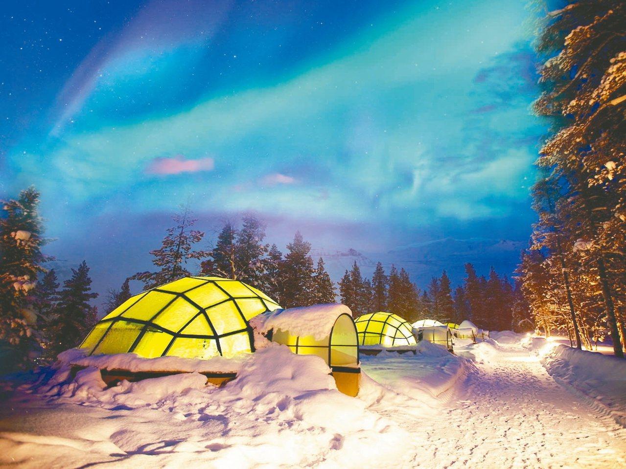 在芬蘭欣賞極光可以在全透明打造的玻璃屋內「躺著」欣賞。 圖╱易遊網提供