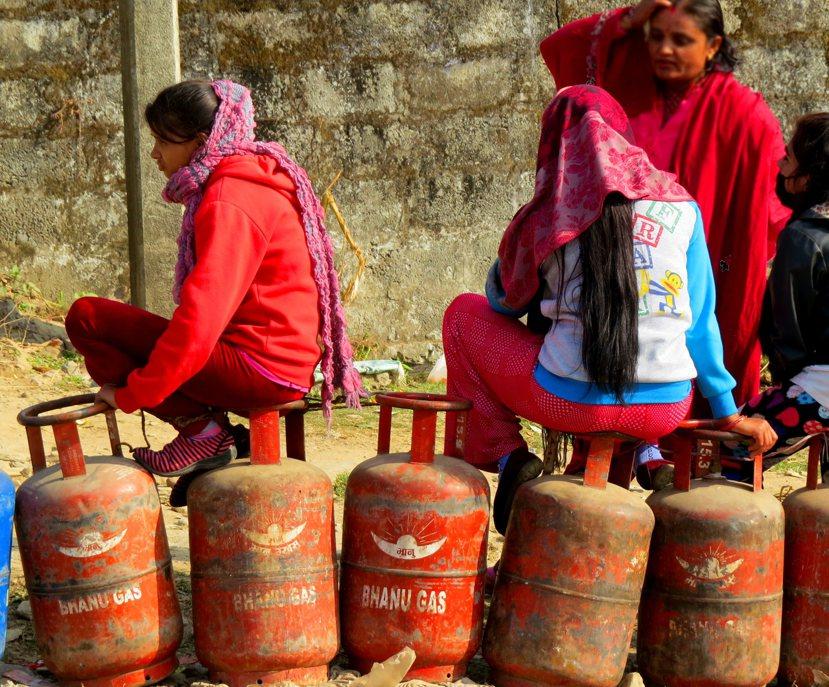 尼國幾乎所有基本物資都由印度供應,因此禁運的衝擊幾乎讓尼國陷入癱瘓。 圖/作者謝...