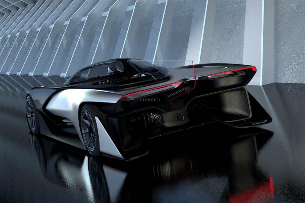 搭載四具電動馬達,最大輸出超過1000hp,且最極速更高達320km/h。 摘自Faraday Future