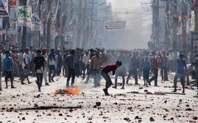 2015年11月,尼泊爾南方城市比爾甘傑,演變成騷亂的馬德西人反新憲示威。 圖/...