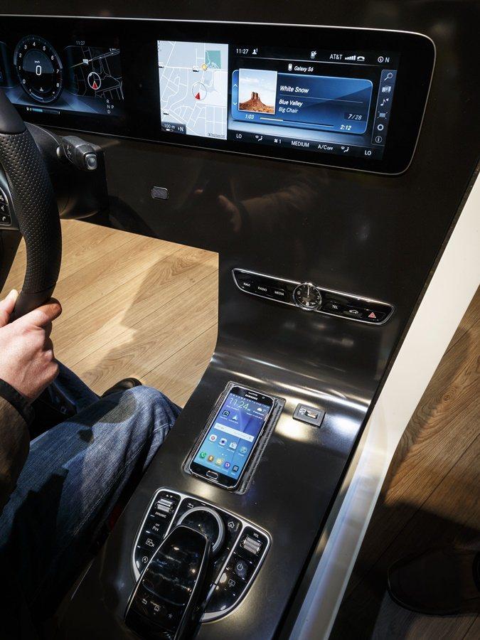 E系列全新中控界面改變人們操控駕駛習慣。