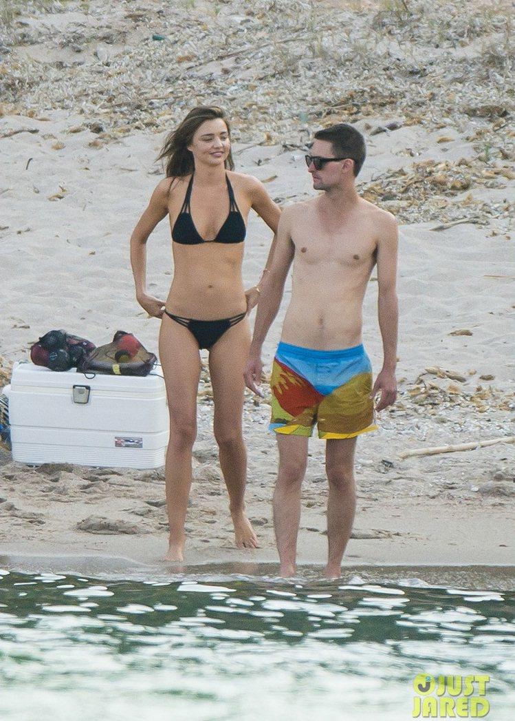 米蘭達柯爾與男友Evan Spiegel。圖/擷自justjared.com