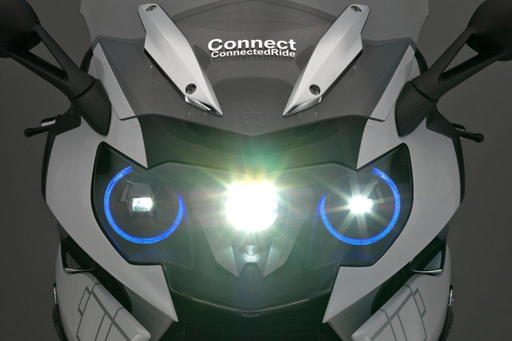 除了LED頭燈之外,還有一款新世代照明科技也悄悄運用在車輛上,那就是雷射頭燈。 摘自BMW.com