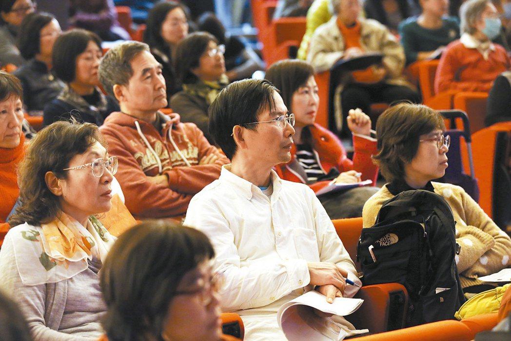 「安老覺醒:長壽和你想的不一樣」一書,昨天舉辦發表會,讀者熱情參與。 記者陳瑞源...