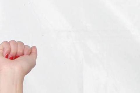 #2016跨年明星來許願~🌟外景小公主- 謝忻的粉絲團:希望能存夠錢趕快買房子,再瘦5公斤