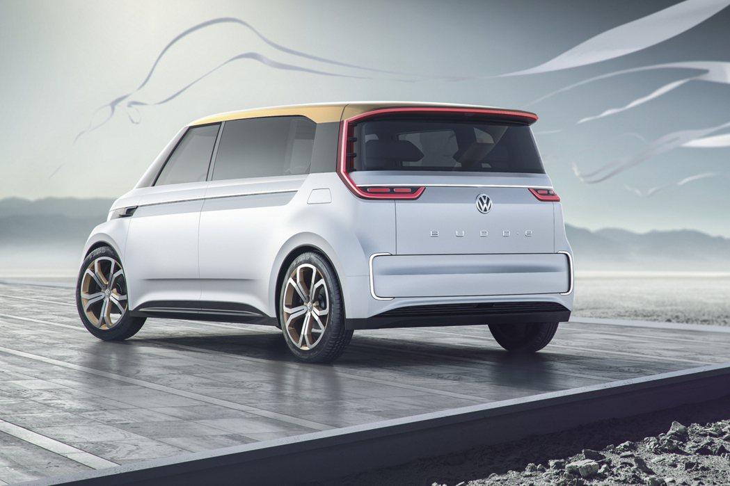 不論車尾或車頭均採用LED燈組,營造科技感。 摘自Volkswagen.com