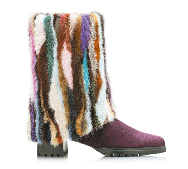 Stuart Weitzman的靴子以葡萄酒紅色為鞋面,玩出拼接撞色的奢華趣味。...