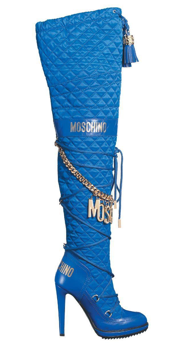 MOSCHINO藍色菱格紋高跟長靴,價格店洽。圖/MOSCHINO提供