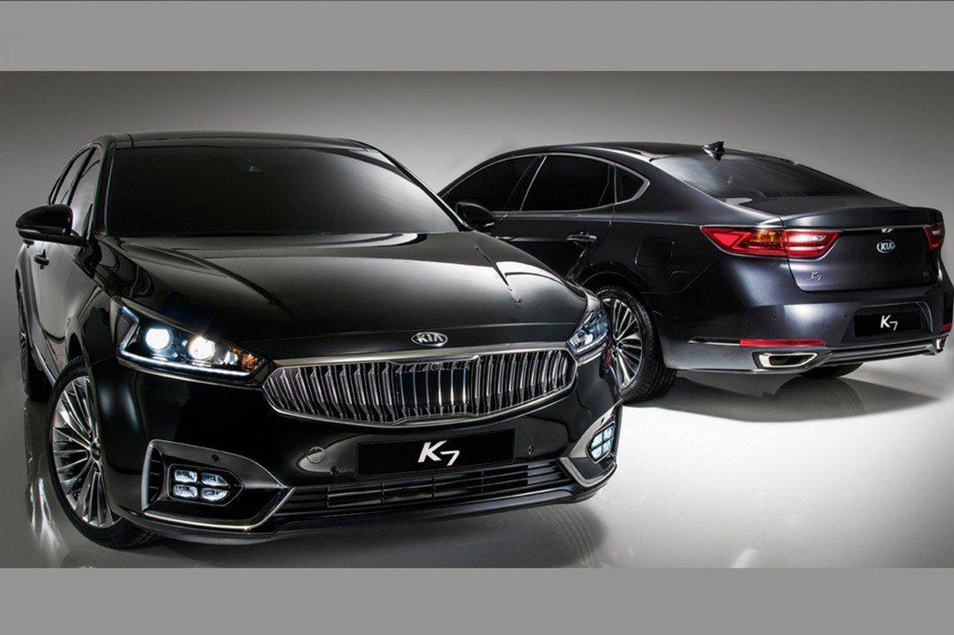 車尾方面,為了營造更具運動風的外觀架式,原廠刻意將C柱向後延伸。 摘自KIA.com
