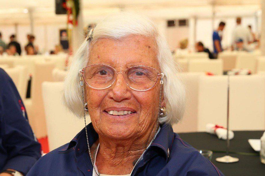 史上首位F1方程式大賽女車手Maria Teresa de Filippis於近日過世。 摘自dailyreadlist.com