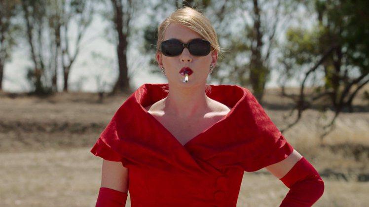 「惡女訂製服」是女人以服裝進行復仇的黑色喜劇。(提醒您!吸菸有害健康)圖/威視電...