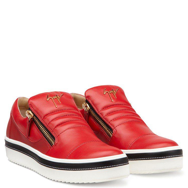 金屬LOGO裝飾紅色皮革休閒鞋,售價26,800元。圖/Giuseppe Zan...