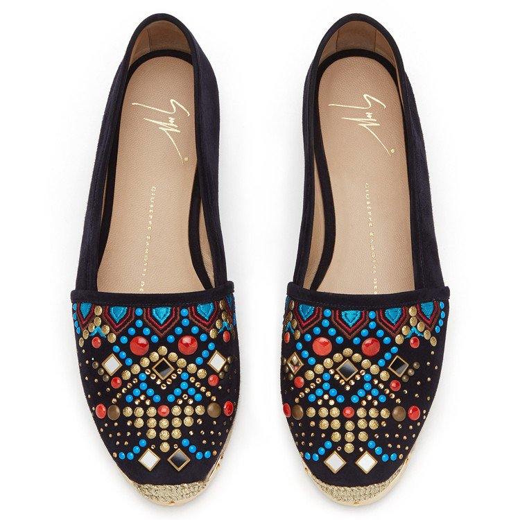 彩色珠飾麂皮草編鞋,售價23,800元。圖/Giuseppe Zanotti D...