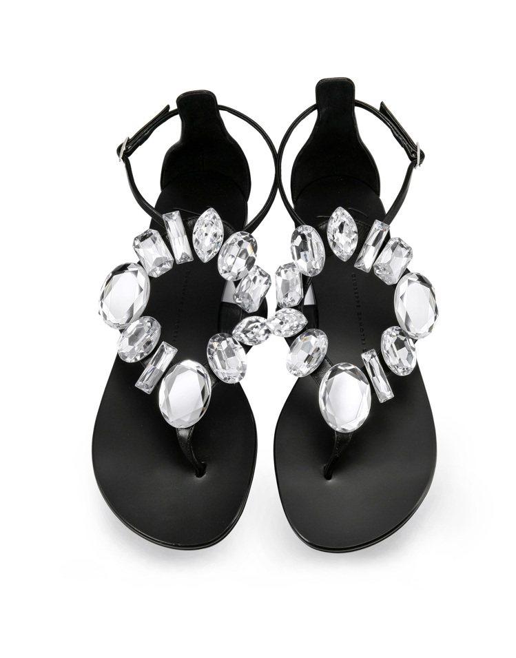 水晶裝飾繫帶平底涼鞋,售價28,800元。圖/Giuseppe Zanotti ...