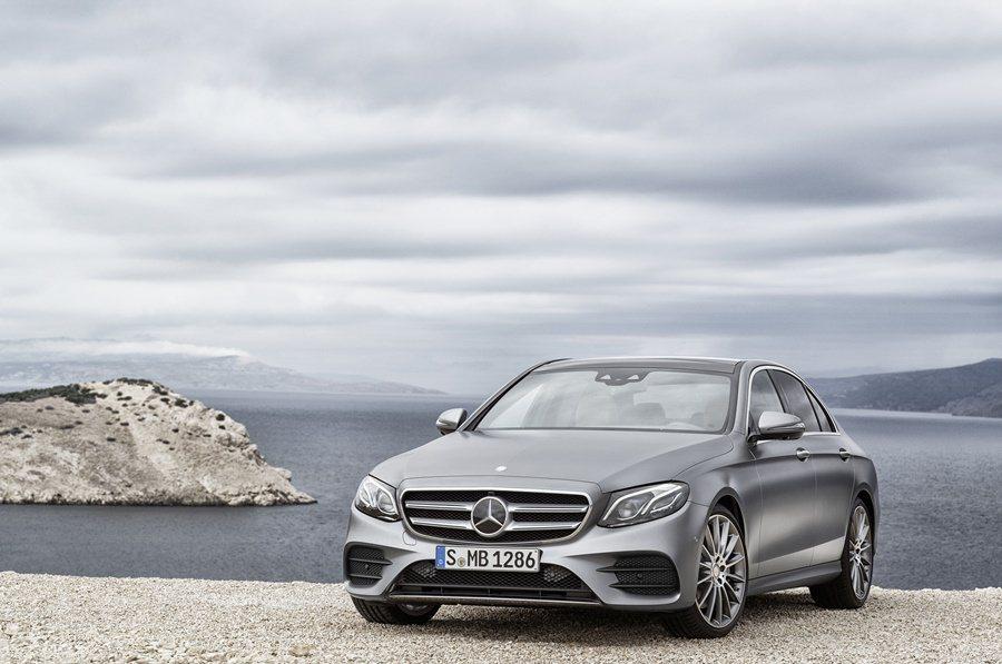 全新E系列除了具備豪中帶著幾分動感的外型,內裝大幅躍進變得更為奢華,還結合多項全新智慧科技。 圖/Mercedes Benz提供