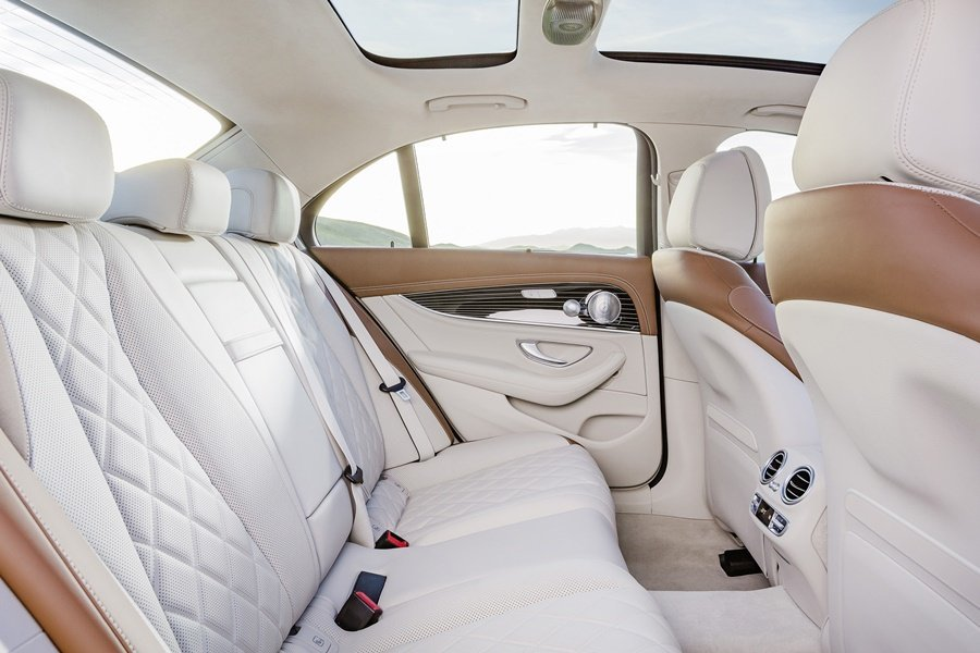 後座採取4/2/4分離式配置。 圖/Mercedes Benz提供