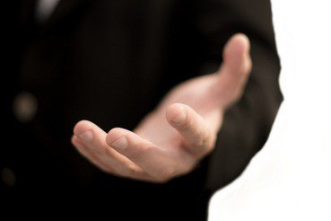 今日政治害蟲下台後,誰可能接手領導,振衰起弊?