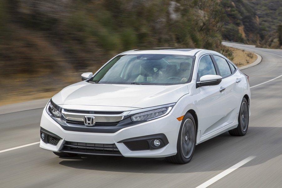 隨著底特律國際車展的揭幕,也同步票選出北美年度風雲車(NACOTY)決選名單,今年HONDA本田汽車的全新2016年式Civic奪得風雲車頭銜。 圖/Honda提供