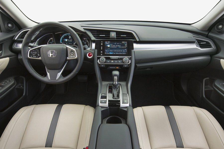 10代Civic有比以往更寬敞的空間和更優越的質感,車內也搭載完整的數位娛樂信系統,並支援Android和Apple智慧手機的互聯。