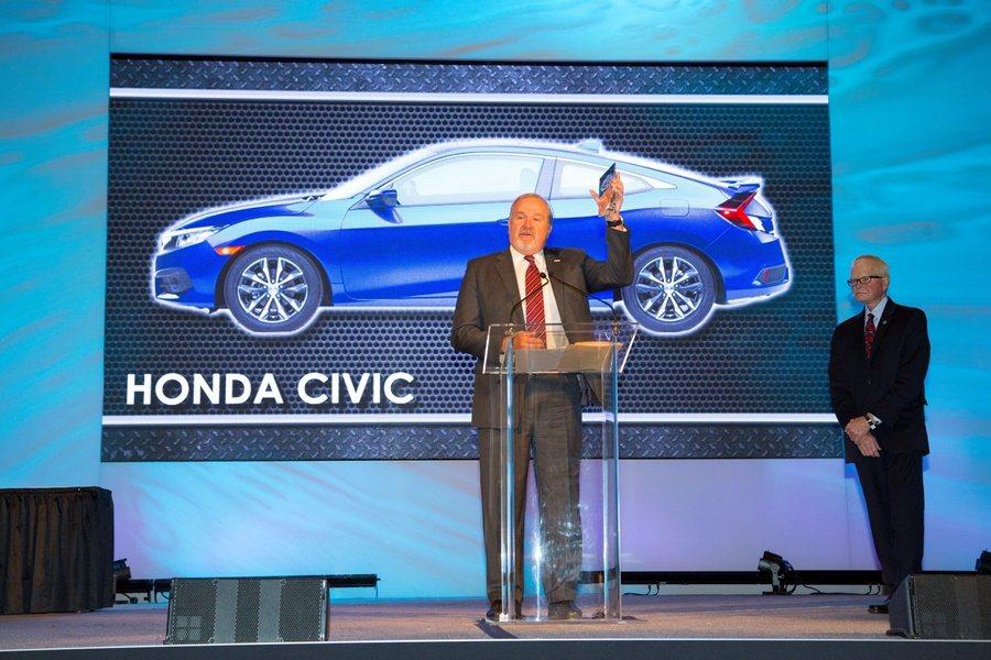 今年是CIVIC二度拿下北美風雲車榮銜,10年前,也就是2006年,CIVIC也打敗群雄,曾站上風雲車頒獎台。