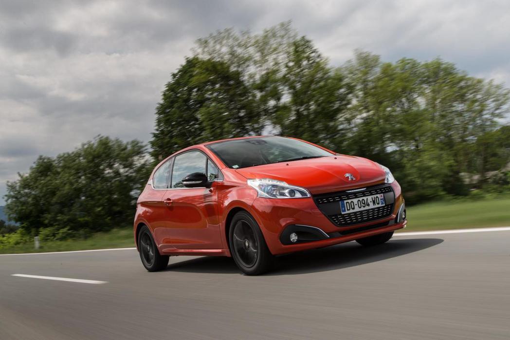 208換上全新1.2升PureTech渦輪增壓引擎後,整體表現更帶勁。 圖/Peugeot提供