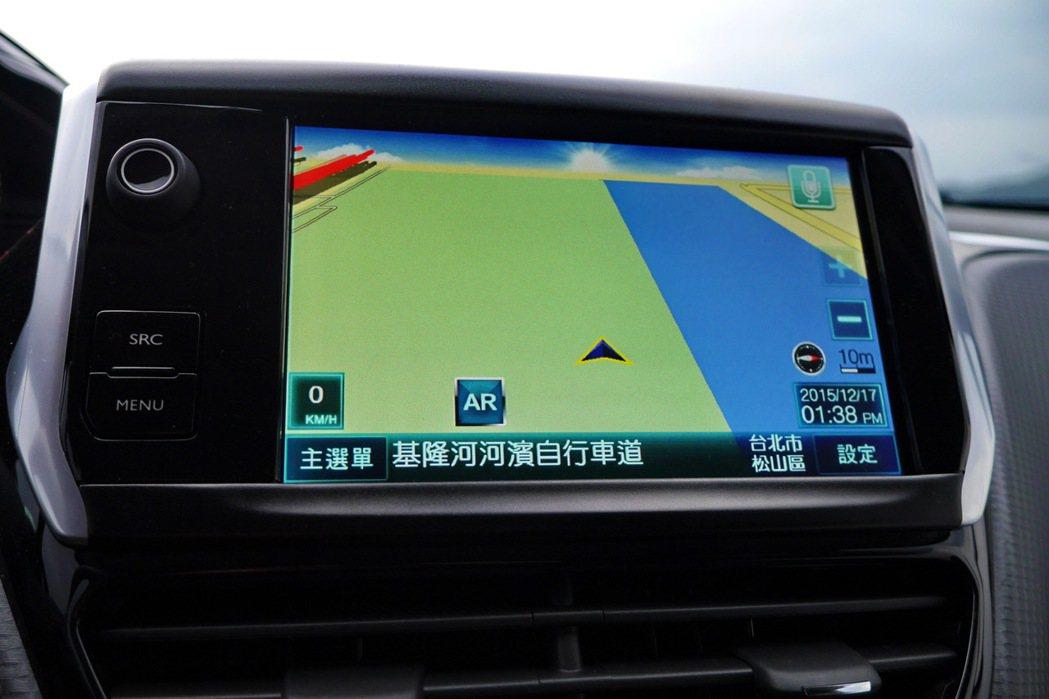 208標配原廠7吋全彩螢幕音響通資系統,全車系皆可升級選擇衛星導航系統車型。 記者陳威任/攝影